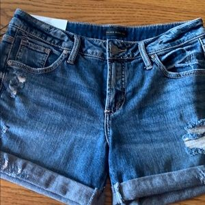 SILVER JEANS CO. 😎 Distressed shorts
